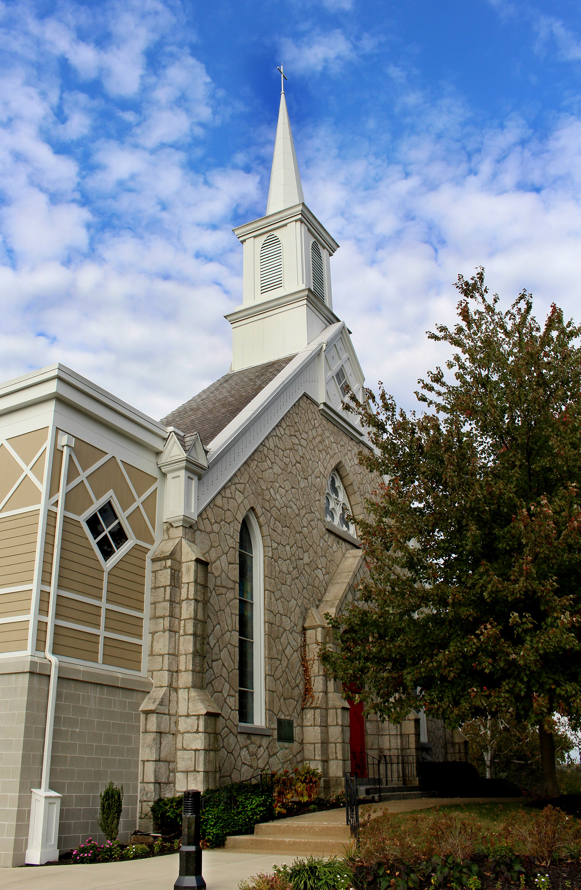 Horizontal photo of the outside of Lower Providence Presbyterian Church